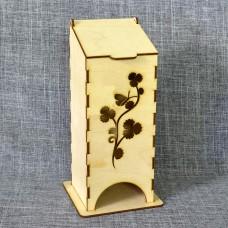 Чайный домик с бабочкой на цветке